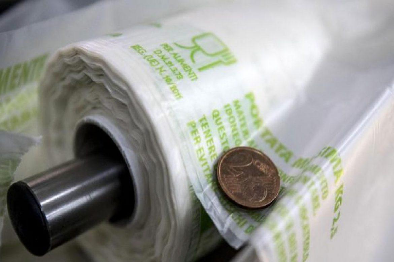 A difesa dell'ambiente: la legge sui sacchetti biodegradabili e compostabili.